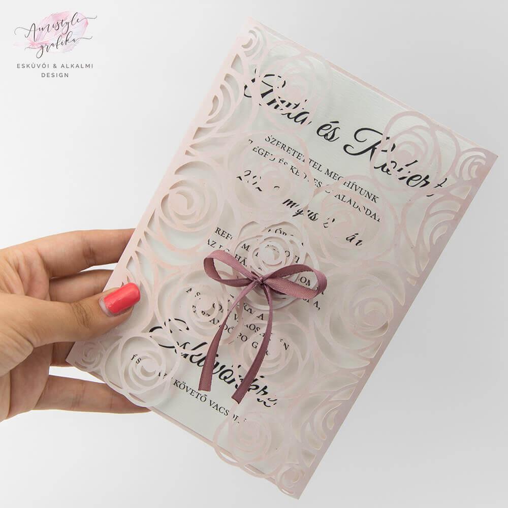 Rózsás Csipkés Esküvői Meghívó Pink Festett Háttéren